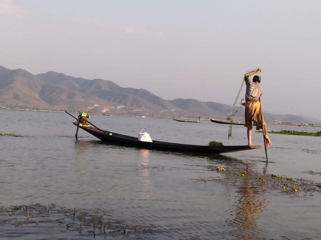 Pescando en el Lago Inle.